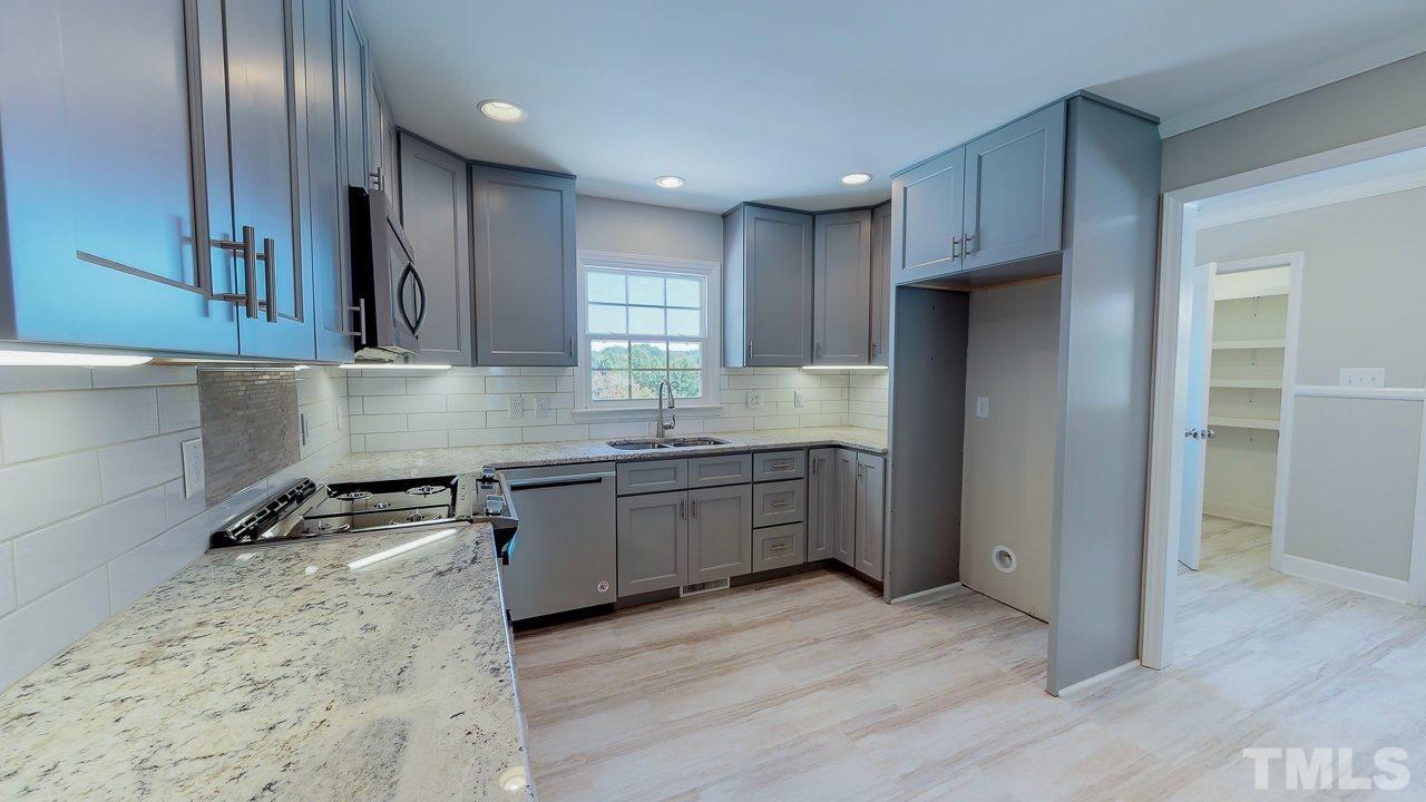 Kitchen interior | Frazee Carpet & Flooring